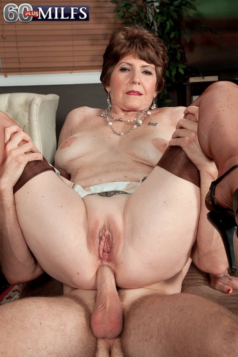 Mature woman gets fucked hard