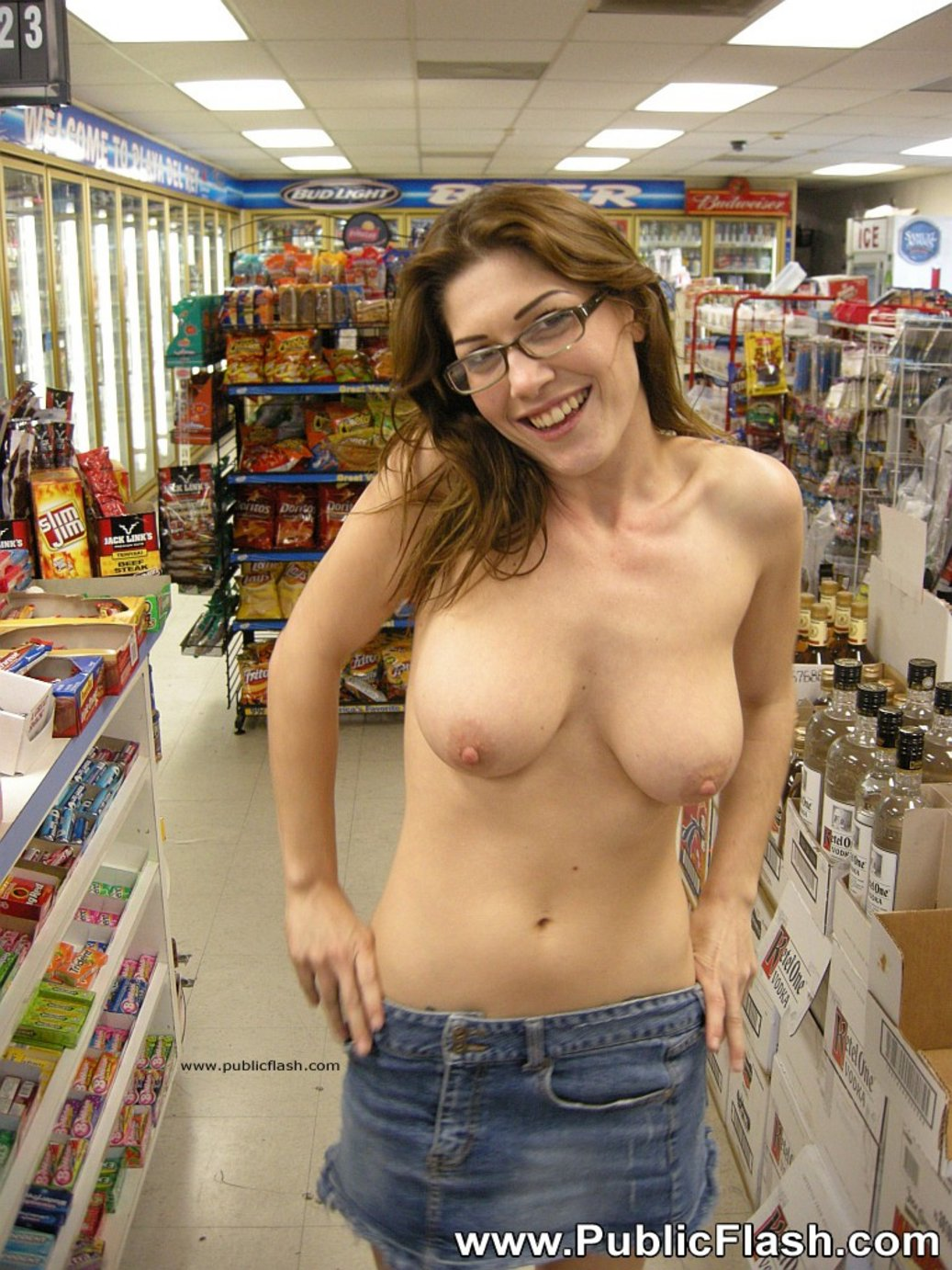 Owner of shop masturbates after watching client undress 9
